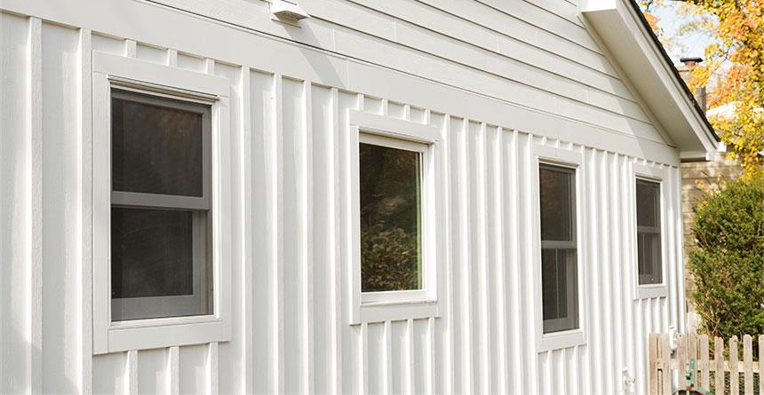 hardiepanel-vertical-siding-in-arctic-white